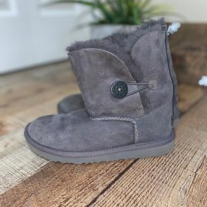 UGG Bailey button gray boots